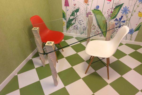 Стол №5, березовая фанера, закаленное стекло, наборные ножки, лак на водной основе, эмаль. «Седов и Ко»