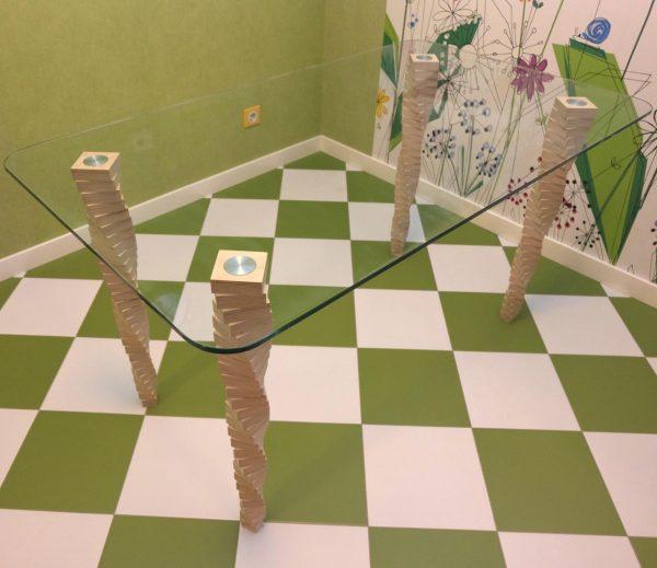 Стол №5, Sedoviko. Березовая фанера, закаленное стекло, наборные ножки, лак на водной основе, эмаль. https://sedoviko.ru/table5/