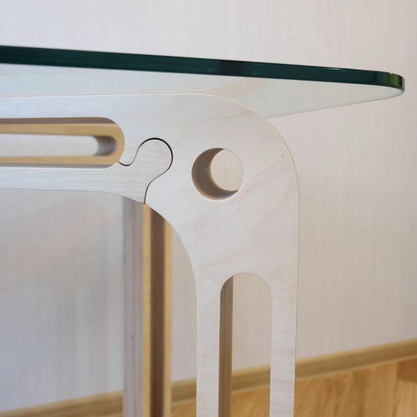 Стол №1 от «Седов и Ко», 1400x800x760 мм, березовая фанера, ЧПУ-фрезеровка, ручная полировка, ручная лакировка, закаленное 10-мм стекло, лак на водной основе. http://sedoviko.ru/table1/