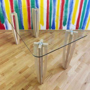 Стол №2 от Sedoviko, 1400x800x760 мм, березовая фанера, закаленное 10-мм стекло, лак на водной основе. https://sedoviko.ru/table2/